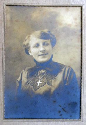 Circa 1895 Photographic Portrait of a Christian Woman By the Davis Picture Shop, Catskill New York