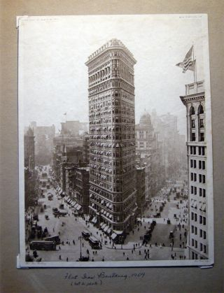 1909 Intaglio (printed) Image of a Photograph of the Flatiron Building by The Knapp Co. for Geo....